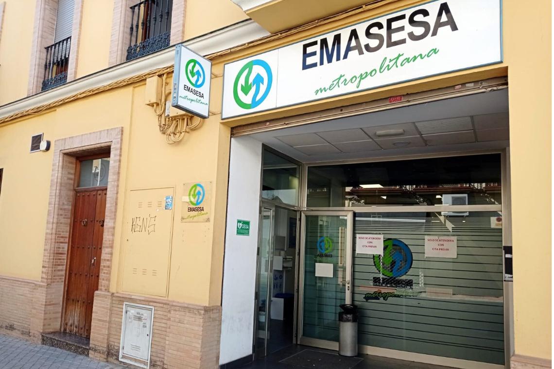 Emasesa y Ayuntamiento desmienten que la Empresa Metropolitana del Agua cierre sus oficinas de atención en la localidad